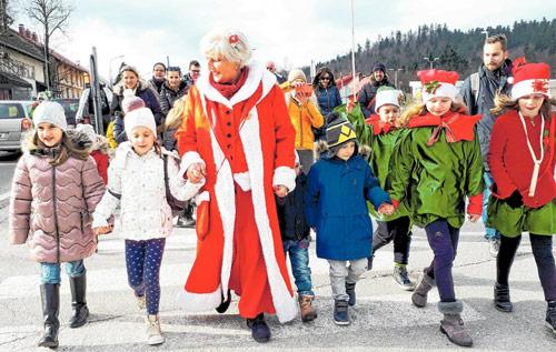 U najvišem gradu u Hrvatskoj jučer započela 7. Delnička adventska bajka