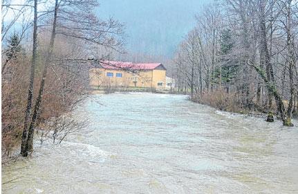 Goranske rijeke narasle, ali ostale u koritima